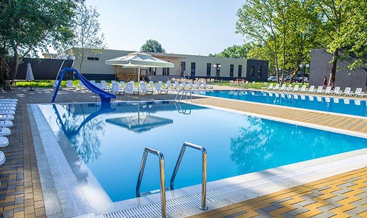парк-отель ВОСХОД в Анапе с бассейном все включено
