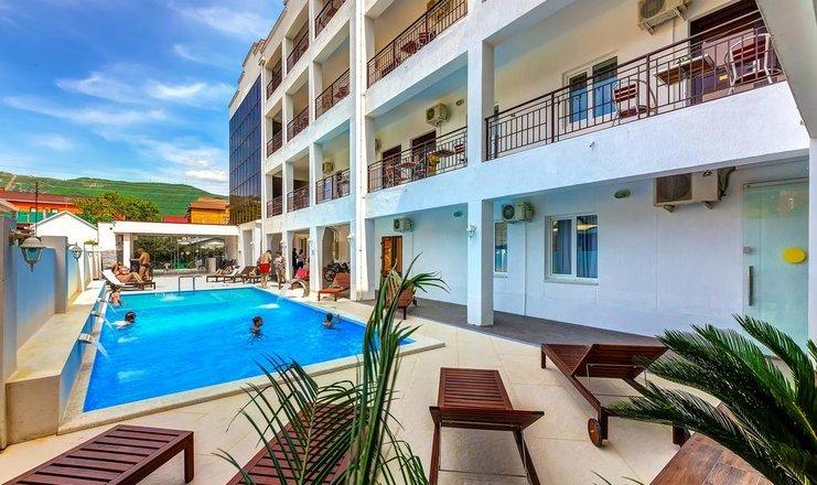 отель в Геленджике  с бассейном все включено