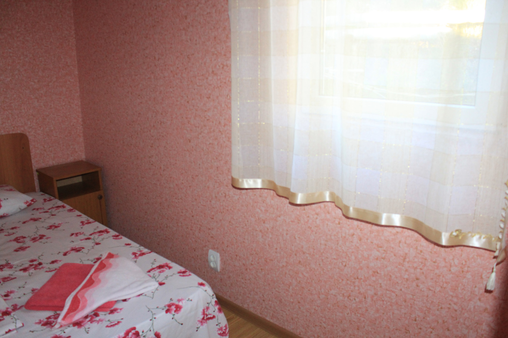 Стандартный 2-местный 1-комнатный, 2 категории (б/лоджии, вид на горы)