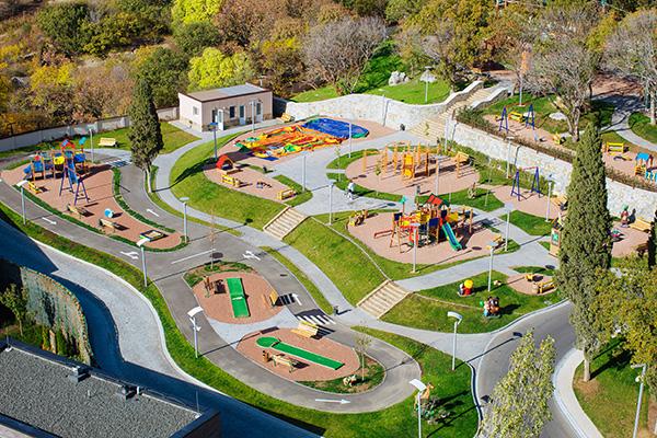 Детский клуб сверху, вид на территорию
