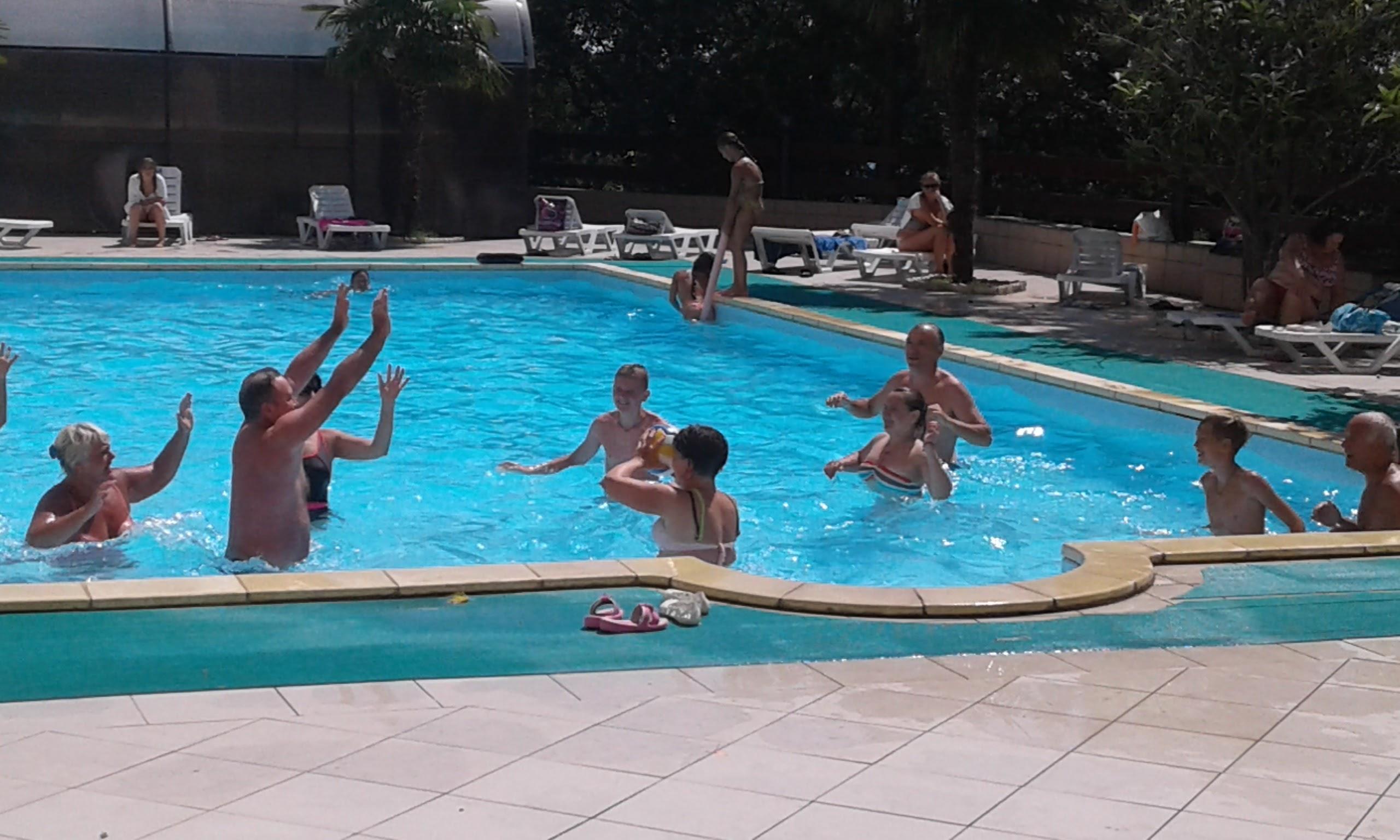 Водное поло в бассейне