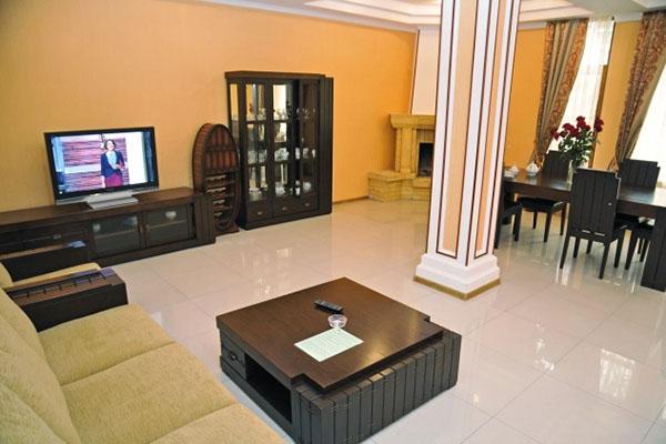 Коттедж 2-этажный: гостинная