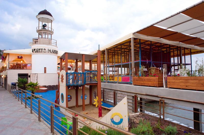 Детская площадка на пляжа