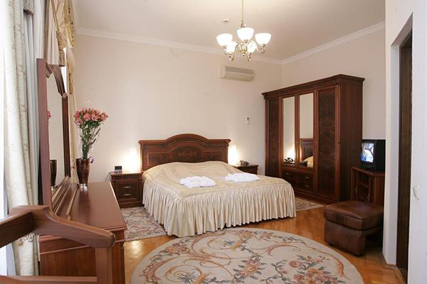 Люкс 2-местный 2-комнатный с балконом Главный корпус (*0,88)