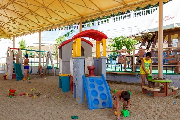 Пляж. Детская игровая площадка
