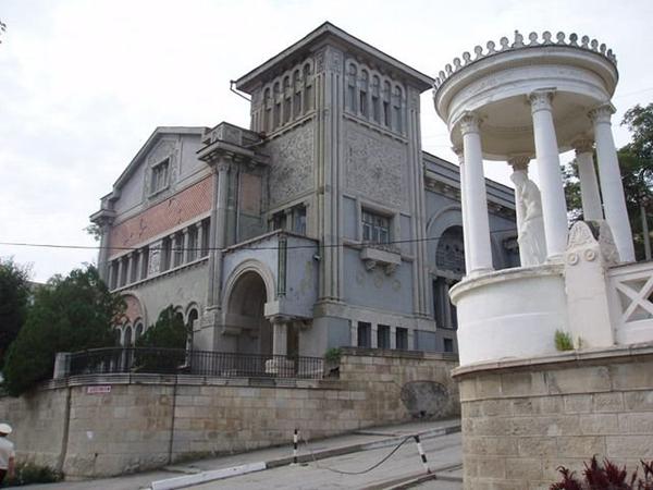 Корпус Дача Милас (справа)