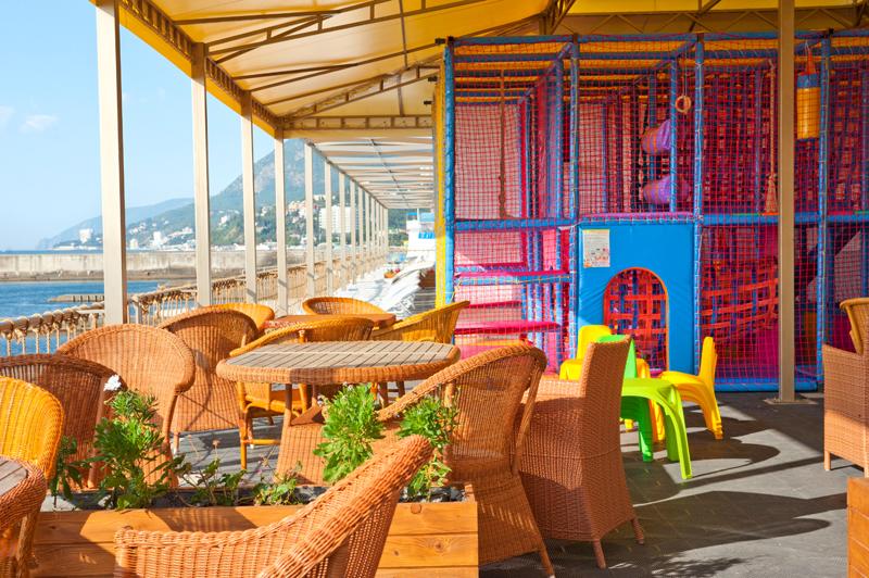 Кафе и Детская площадка на пляжа