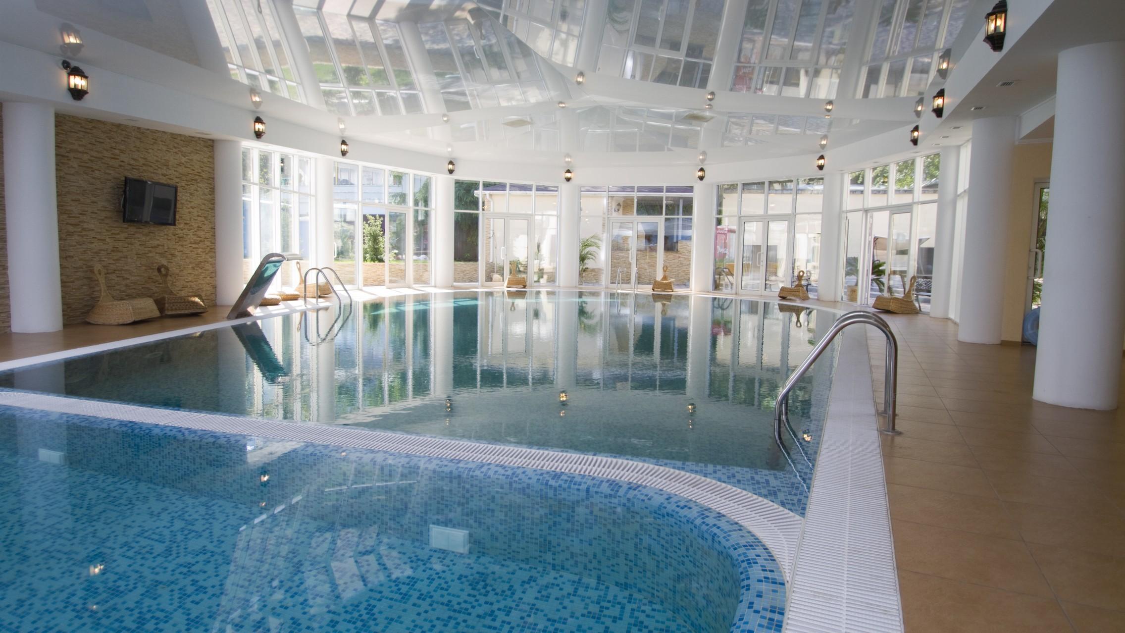 хороший знакомый анапа закрытый бассейн в пансионате кристалл фото они так верили