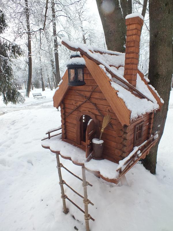 Домик для белочек зима