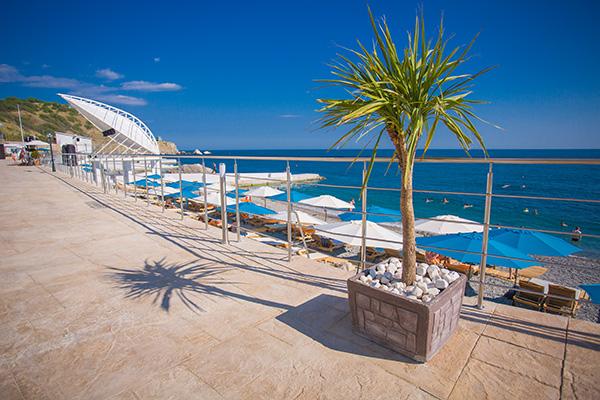 Верхняя набережная пляжа