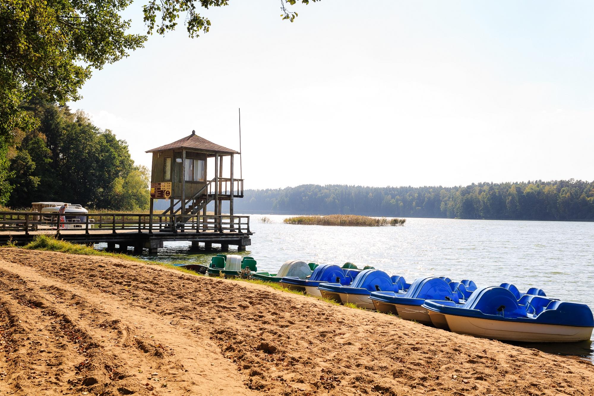 Озеро. Пляж