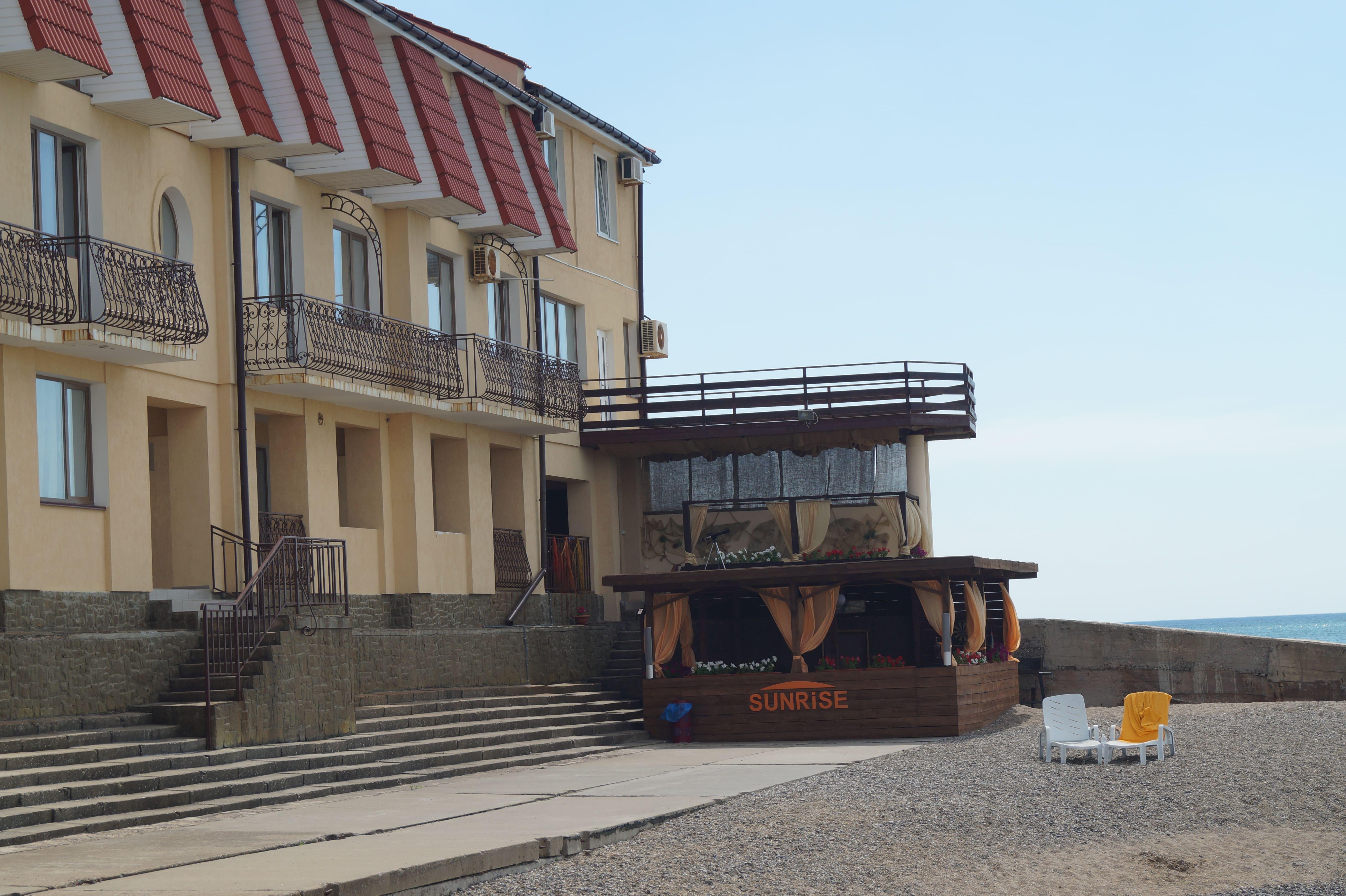 Вид на корпус с пляжа