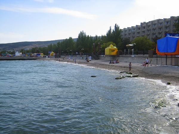Вид на городской пляж Феодосии